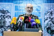 سرلشکر سلامی: بهنیابت از ملت ایران دستمان روی ماشه است